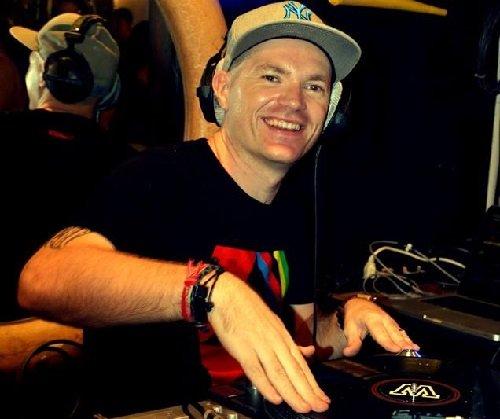 DJ Jee-Bee – Electronics Musician