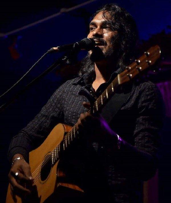 Darryl – Solo Singer Guitarist