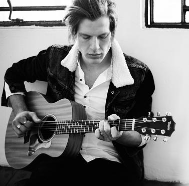 Dan – Solo Vocalist Guitarist