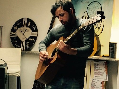 Alex – Solo Acoustic Guitarist