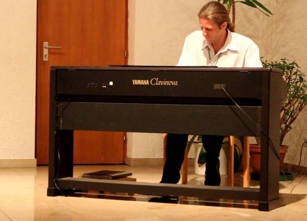 Alexander – Solo Pianist for Events & Hotel Residency